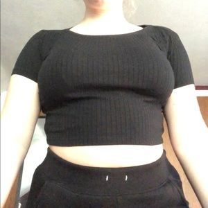 Black ribbed cropped tee
